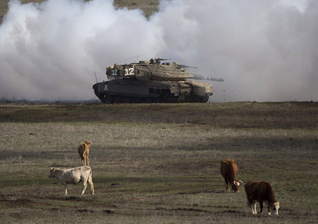Tanque israelense Merkava Mark 4 durante exercícios na parte das Colinas de Golã ocupada por Israel, na fronteira com a Síria (foto de arquivo)