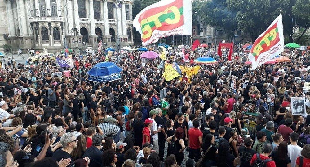 Manifestação contra a ditadura militar no Rio de Janeiro.