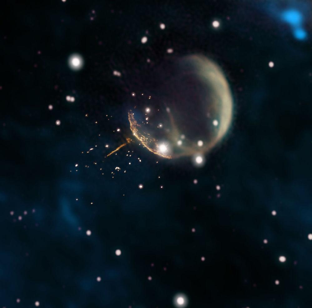 Resto da supernova CTB 1, que lembra uma bolha, e a trilha luminosa do pulsar J0002+6216