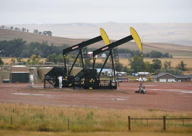 Extração de óleo de xisto na Dakota do Norte, EUA, 6 de setembro de 2016