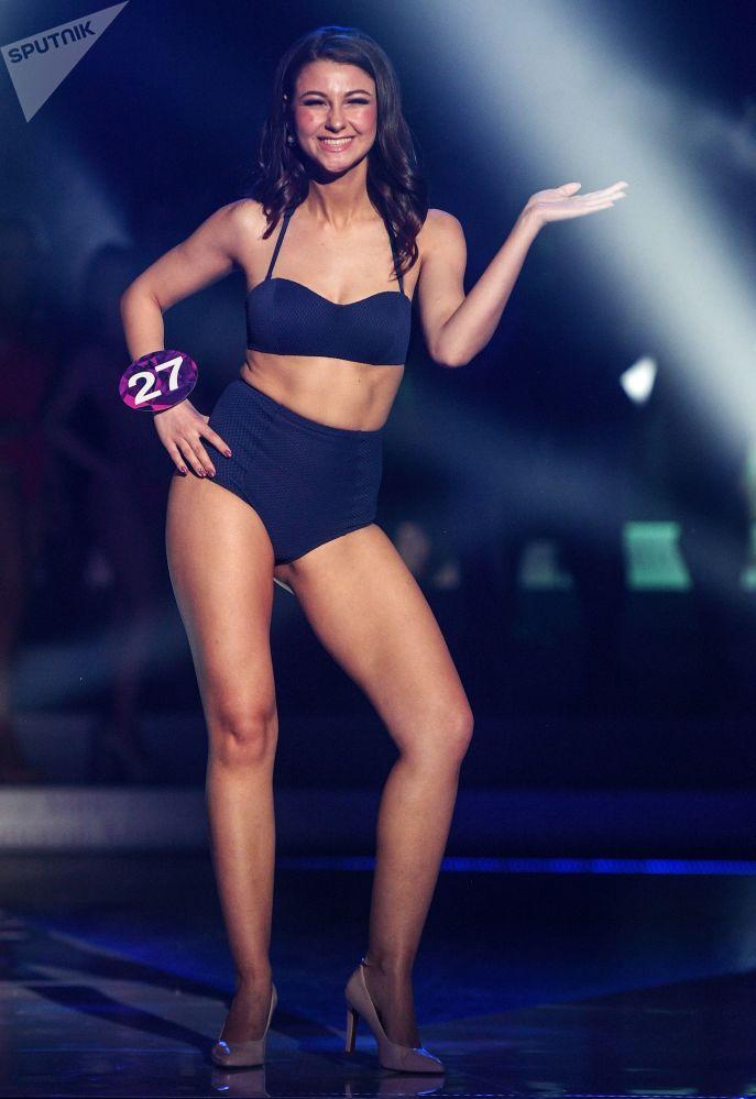 Anastasiya Klimkova se apresenta durante a final do concurso Miss Internacional Mini 2019
