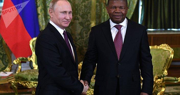 Presidente da Rússia, Vladimir Putin, e presidente de Angola, João Lourenço, durante encontro em Moscou, 4 de abril de 2019