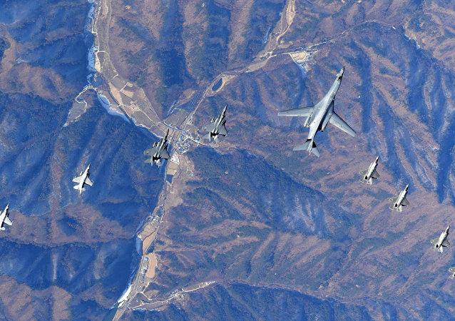 Aeronaves norte-americanas e sul-coreanas voam sobre a península coreana