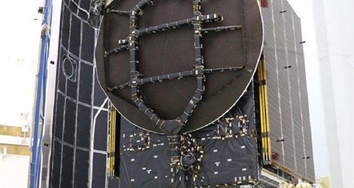 Nave espacial de Israel, Beresheet, é colocada no lançador Falcon-9 antes de ser lançada no espaço.