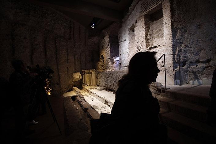 Dentro do palácio Domus Transitoria com 2.000 anos de idade