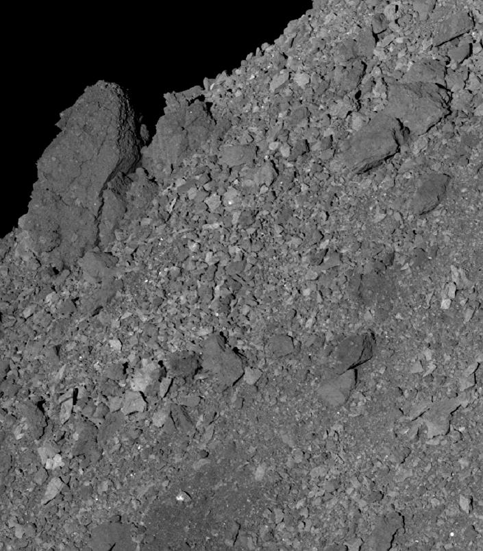 Rochas na superfície do asteroide Bennu tiradas pela sonda da NASA