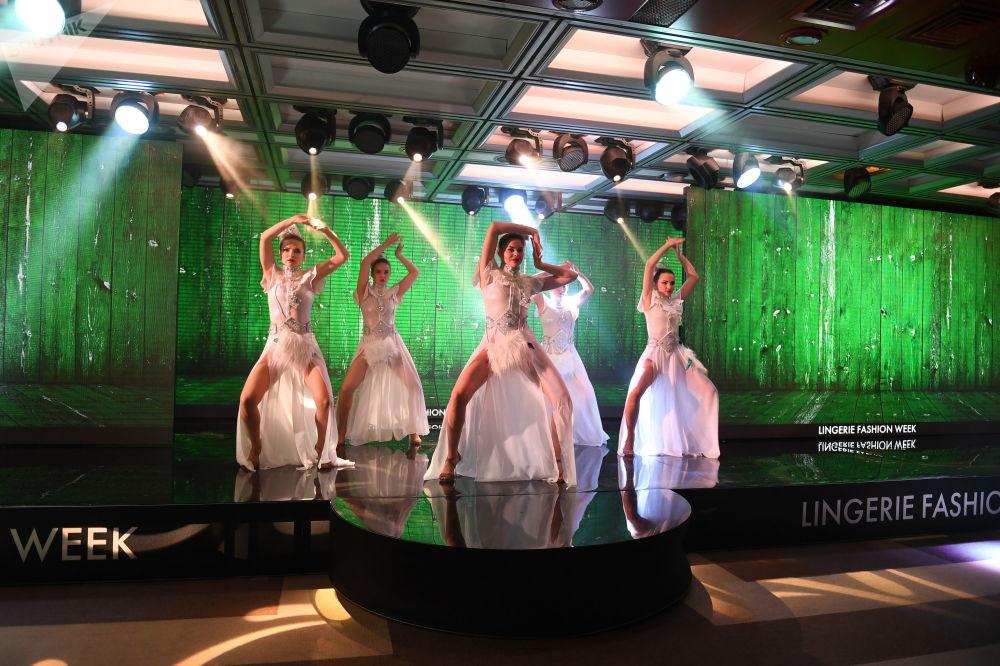 Desfile de peças íntimas femininas, biquínis e pijamas - Lingerie Fashion Week, realizado em Moscou