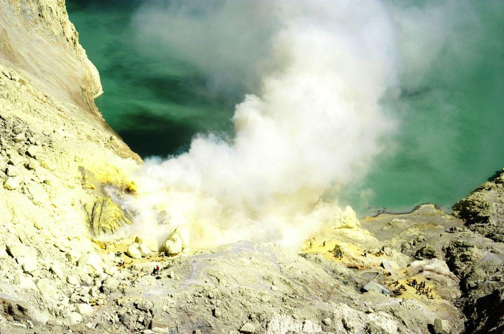 Caldeira vulcânica Ijen, na Indonésia