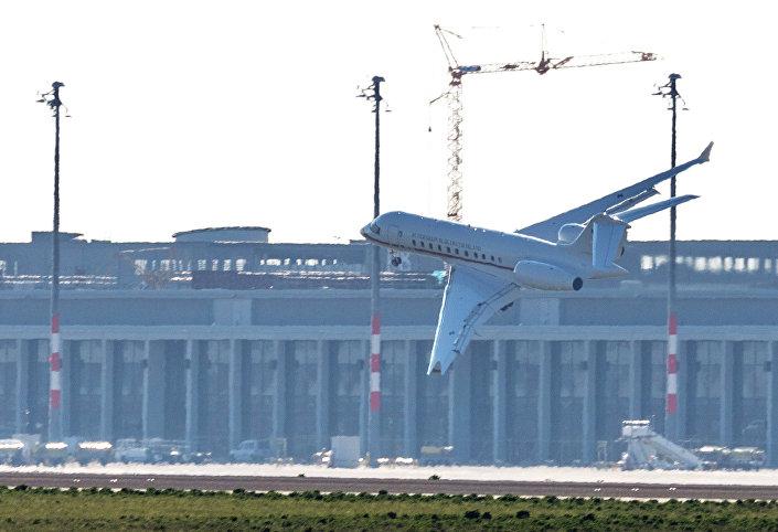 Jato Global 5000 do governo alemão tem problemas para pousar no aeroporto de Schoenefeld, em Berlim