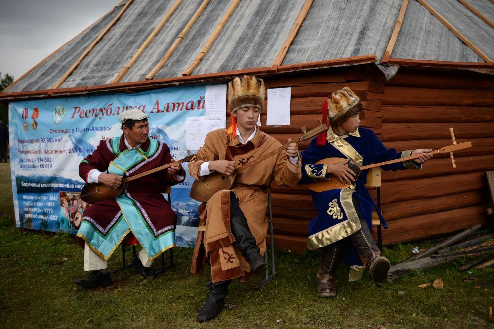 Celebração do 150 aniversário do povo Telenguita como parte da Rússia