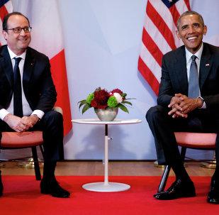 Presidente francês, François Hollande, e presidente dos EUA, Barack Obama, durante cúpula G7 em 8 de junho de 2015