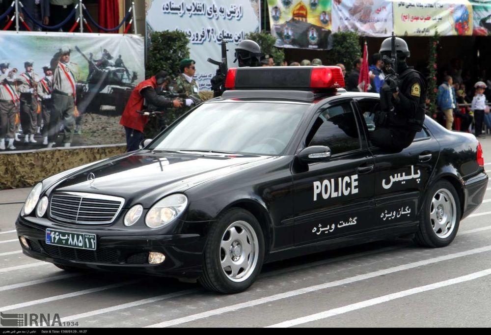 Um carro das forças de segurança interna