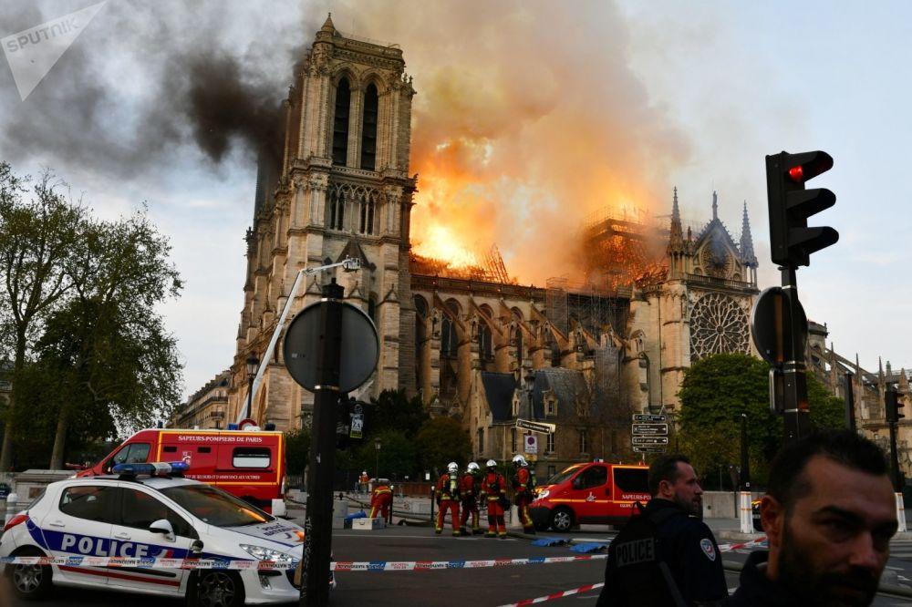 Incêndio na Catedral de Notre-Dame de Paris, França, 16 de abril de 2019