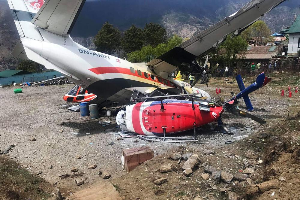 Consequências da colisão entre um Air Let L-410 Turbolet e dois helicópteros no aeroporto de Lukla, Nepal