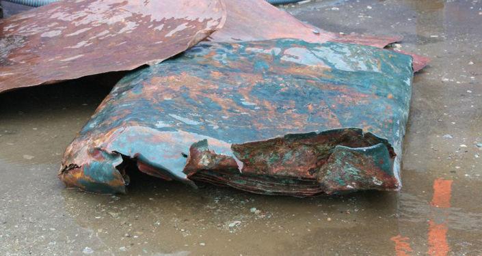 Placa de cobre encontrada em navio holandês naufragado no século 16, no mar do Norte