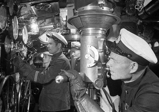 Marinheiro soviético em um submarino (arquivo)