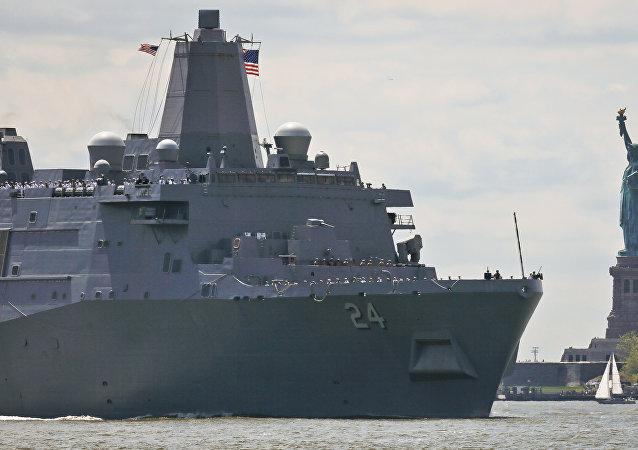 Navio USS Arlington da Marinha dos EUA
