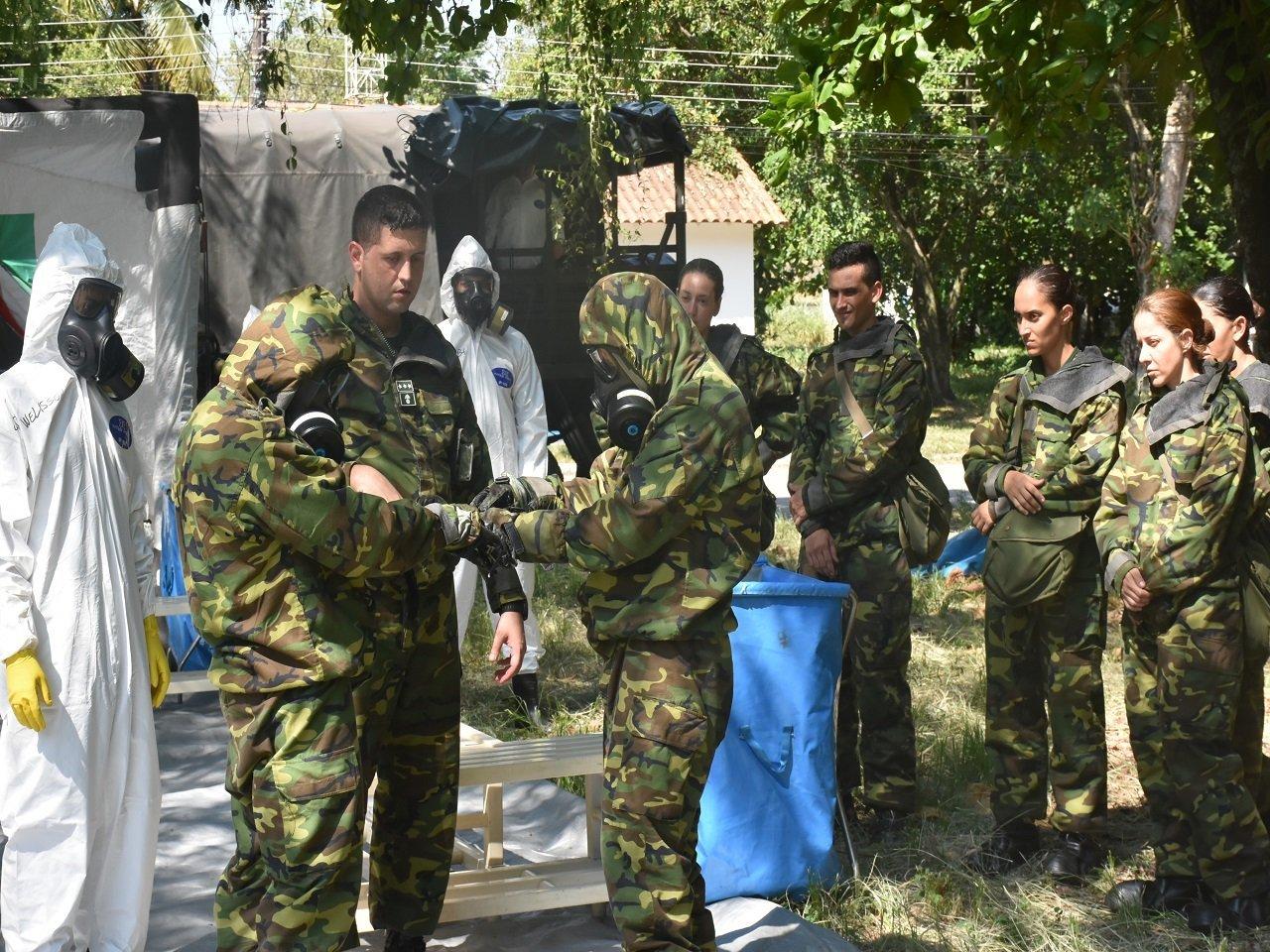 Militares do Exército Brasileiro passam por um processo de capacitação para atuar em casos de ataques químicos