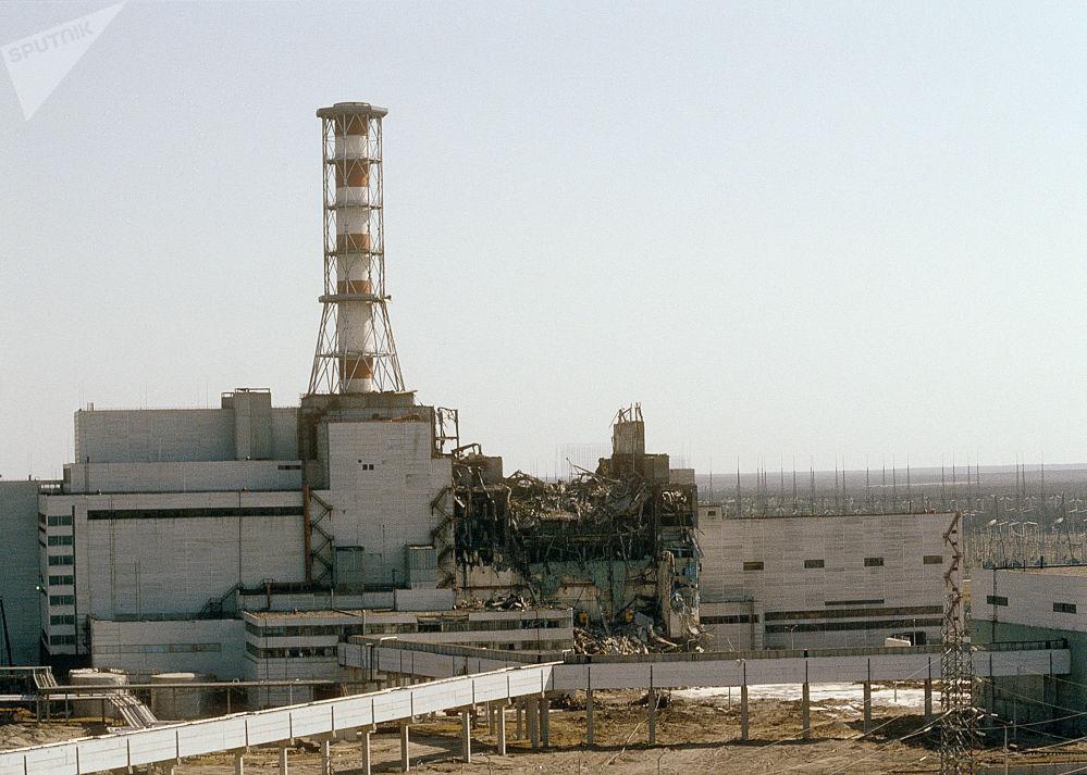 Vista da usina nuclear de Chernobyl a partir do 4ª reator, na cidade ucraniana de Pripyat, em 26 de abril de 1986