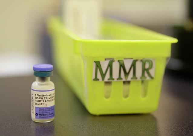 Vacina contra o sarampo na bancada da clínica Tamalpais Pediatrics, em Greenbrae, Califórnia.