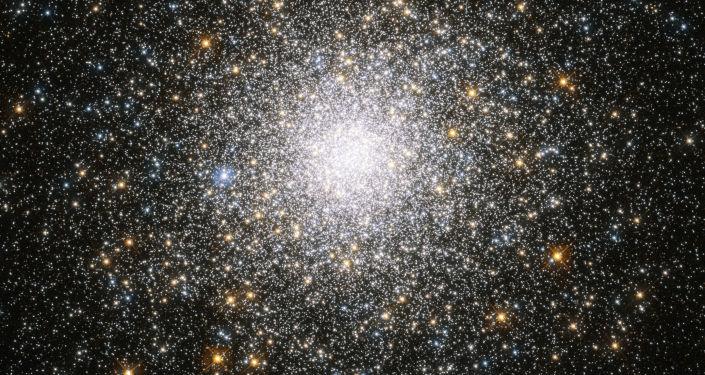 Hubble mostra aglomerado de estrelas globular no coração da Via Láctea (FOTO)