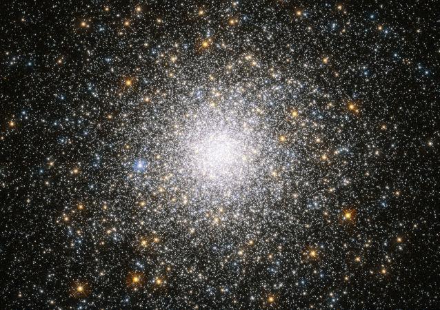 Aglomerado globular de estrelas Messier 75, localizando na constelação de Sagitário, a uns 67 mil anos-luz da Terra (imagen referencial)