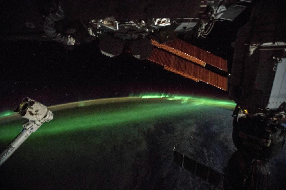 Fotografia da Aurora tirada da Estação Espacial Internacional (EEI) da NASA