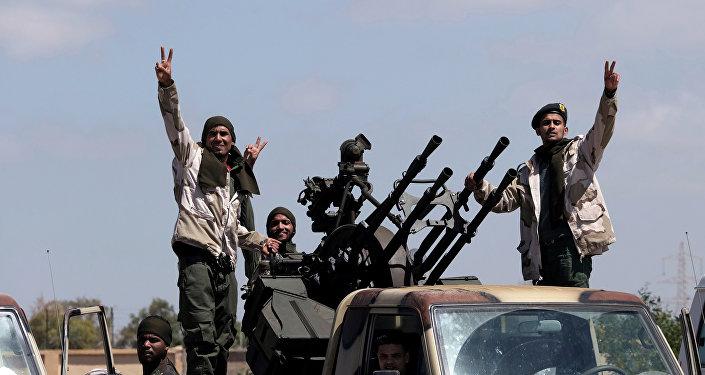Soldados do Exército Nacional da Líbia (LNA) liderado por Khalifa Haftar