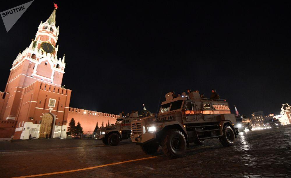 Blindados russos Patrul durante o ensaio da parada militar em comemoração do 74º aniversário da vitória na Segunda Guerra Mundial, na Rússia