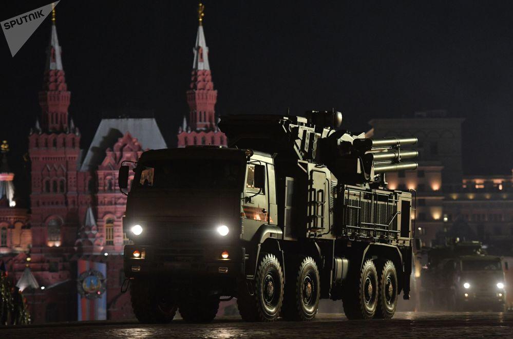 Sistema antiaéreo de mísseis a artilharia Pantsir-S é mostrado no ensaio do desfile militar na Praça Vermelha, em Moscou, dedicado ao 74º aniversário da vitória na Grande Guerra Patriótica