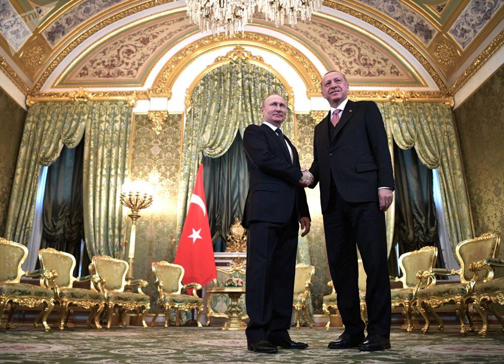 Presidente da Rússia, Vladimir Putin, e presidente da Turquia, Recep Tayyip Erdogan, durante seu encontro