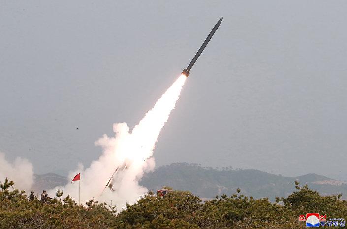 Míssil de curto alcance lançado pelos militares norte-coreanos durante o último treinamento