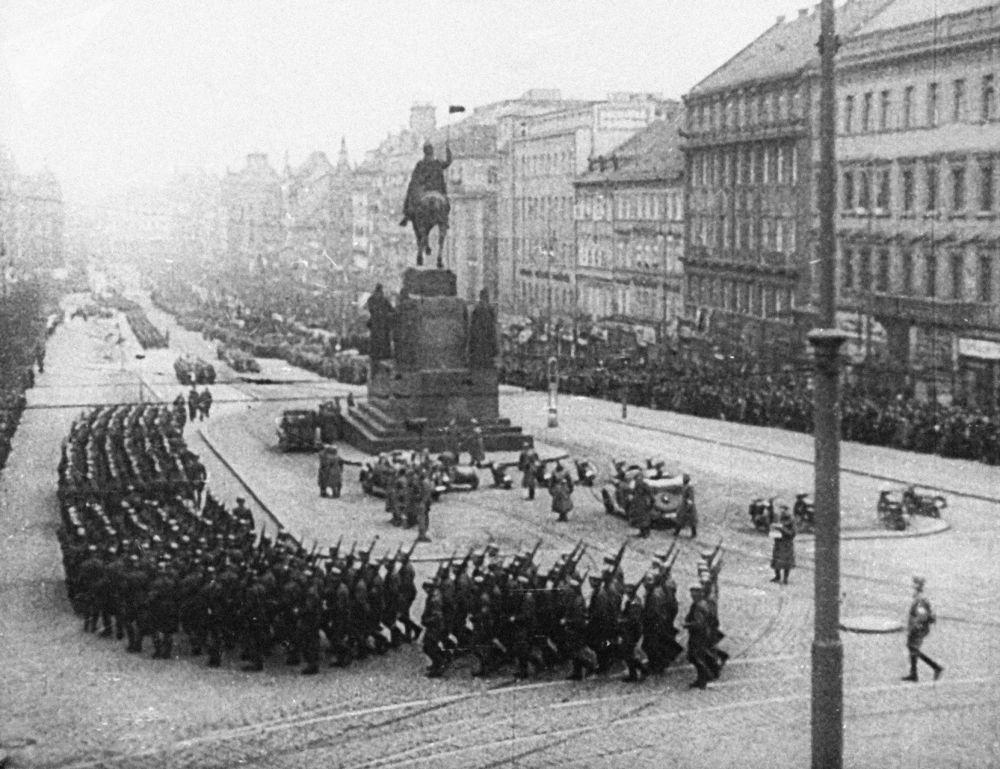 Tropas de Hitler na Praça Wenceslas em Praga, 1939