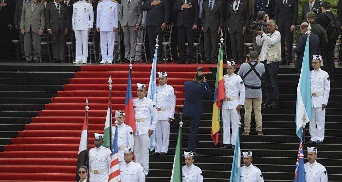 Bolsonaro ao lado de ministros e autoridades brasileiras e internacionais na cerimônia do Dia da Vitória, no Rio