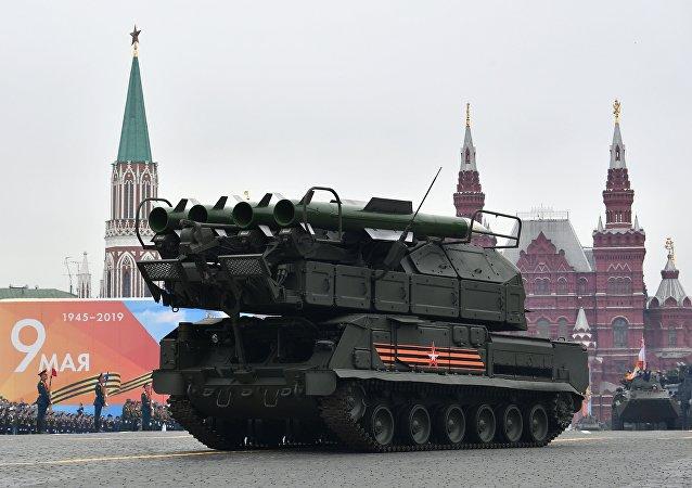 Sistema de defesa antiaérea Buk-M2 na Praça Vermelha, Moscou, Parada da Vitória 2019
