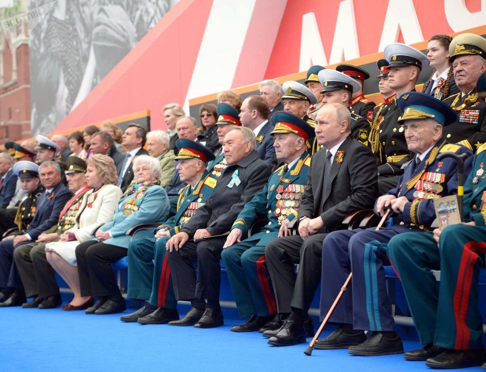 Presidente da Rússia, Vladimir Putin, assiste parada militar na Praça Vermelha