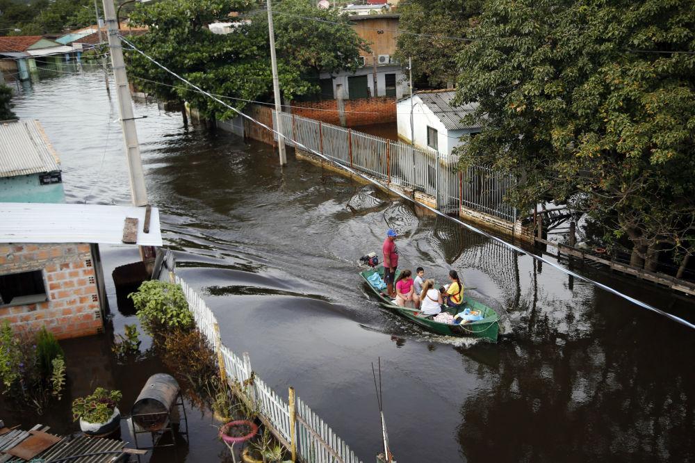 Consequências da inundação em Assunção, capital do Paraguai