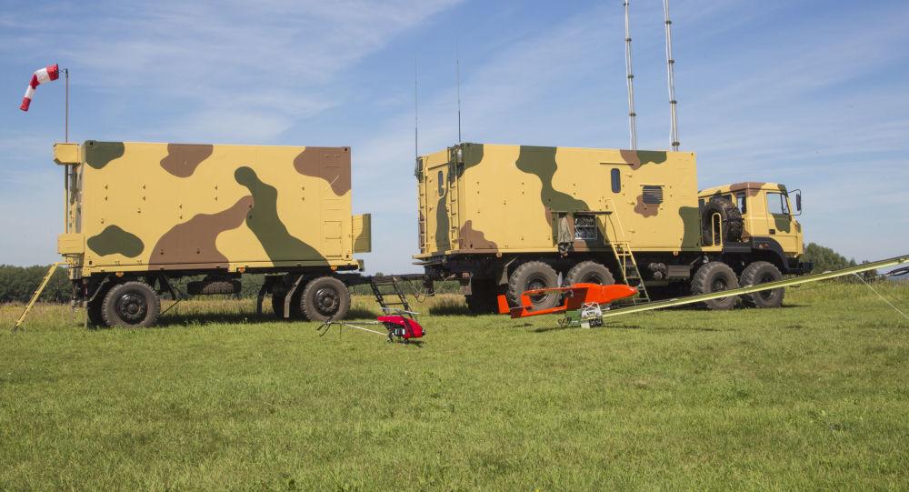 O sistema de treinamento Adiutant, capaz de criar um quadro de alvos complexo para sistemas de defesa antiaérea