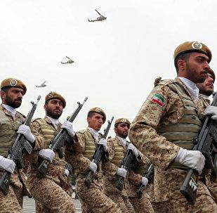 Tropas iranianas marcham durante o desfile militar dedicado ao Dia do Exército Nacional, 18 de abril de 2019