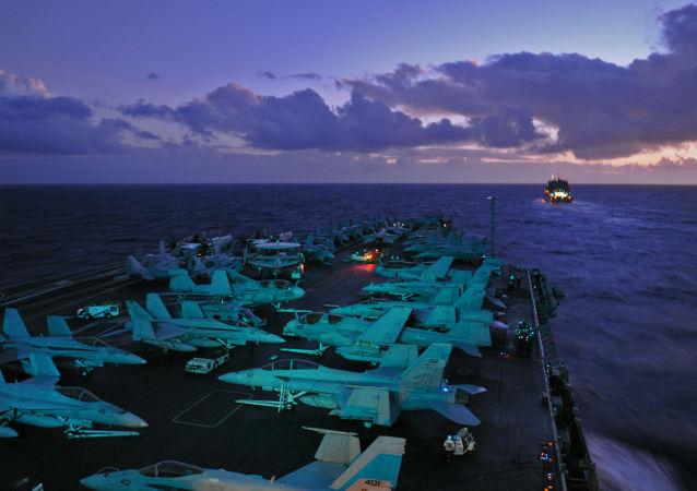 Porta-aviões USS Abraham Lincoln (imagen referencial)