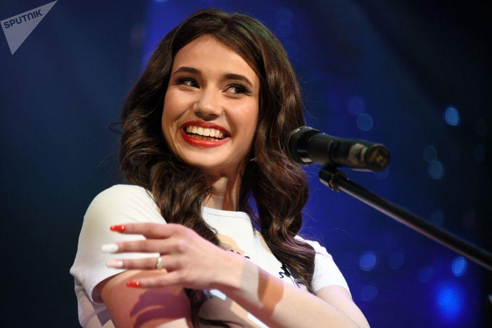 A jovem Elizaveta Suturina durante a final do concurso Miss Chita 2019, realizado em 19 de maio