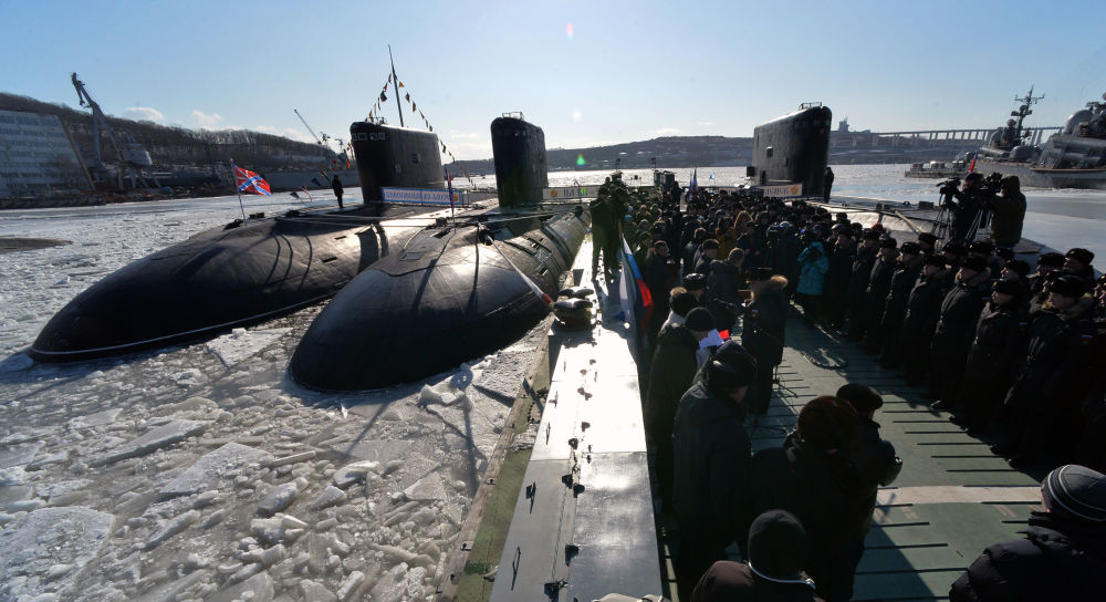 Submarino Komsomolsk-na-Amure durante a cerimônia de sua entrada no serviço da Frota do Pacifico, 2017