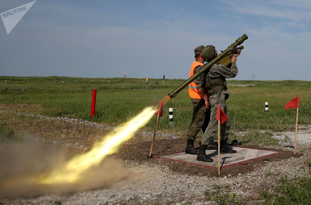 Militar dispara míssil terra-ar com sistema portátil Igla nas competições militares Céu Limpo 2019
