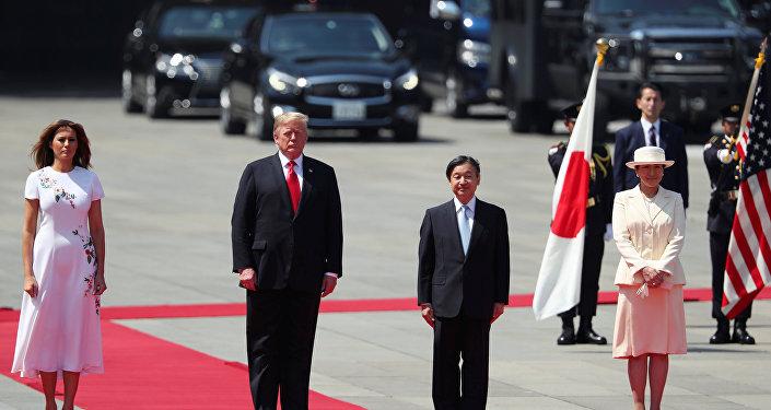 Donald Trump é recebido por Imperador Naruhito