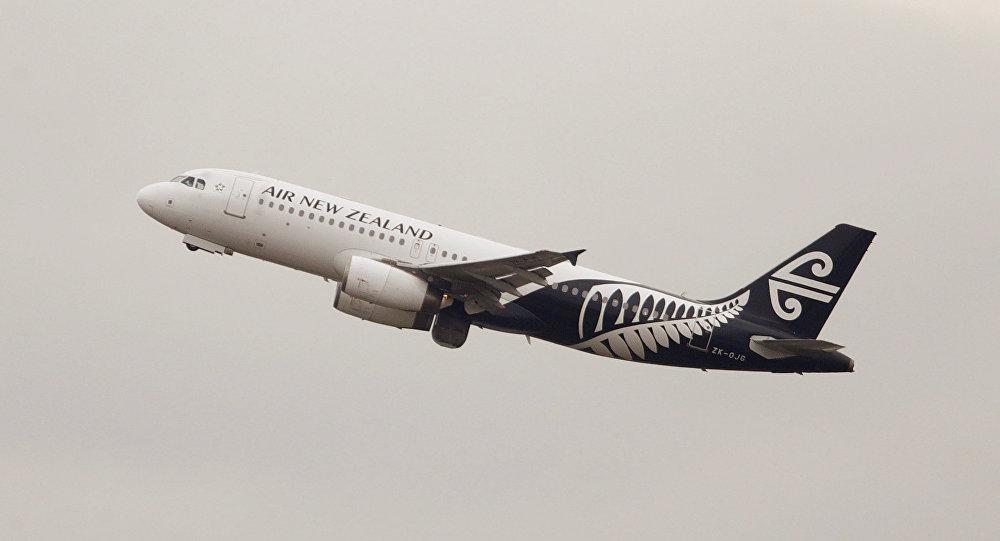 Avião Airbus A320 da Air New Zealand descola do Aeroporto Internacional Kingsford Smith em Sydney, Austrália, 22 de fevereiro de 2018 (imagem referencial)