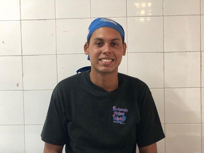 Brian, ex-aluno do Colégio Peru de Lacroix, sonha em se tornar um chef internacional; por enquanto, ajuda as Cozinheiras da Pátria a alimentar os jovens que, como ele, passaram pelos corredores do centro educativo