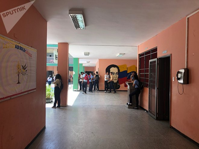 O Colégio Peru de Lacroix tem a marca de Simón Bolívar marcada, não só no espírito de seus alunos, mas também nas paredes
