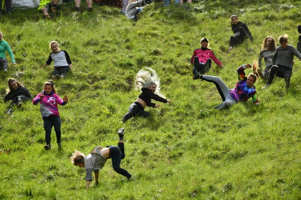 Corrida do Queijo – um evento anual realizado no mês de maio em Cooper's Hill, perto de Cheltenham e Gloucester, Inglaterra