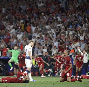 Jogadores do Liverpool comemoram o título da Liga dos Campeões da UEFA