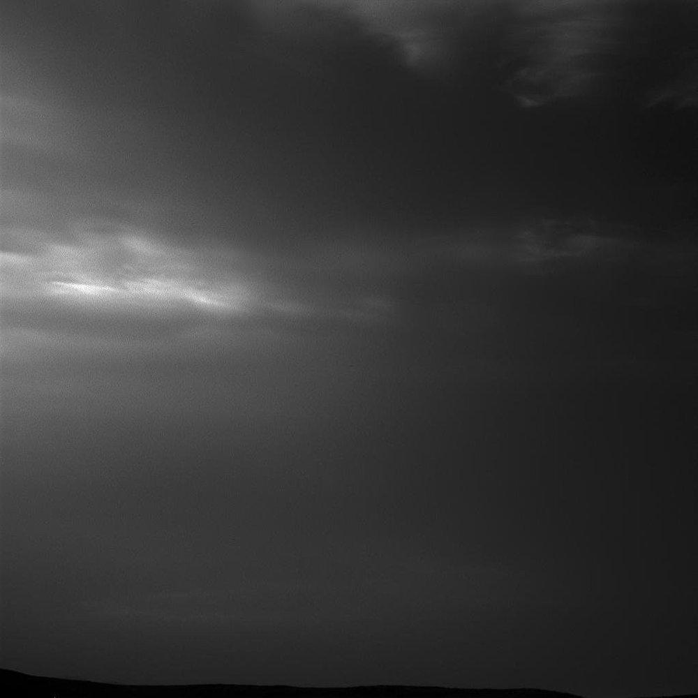 Nuvens noctilucentes percorrem o céu marciano